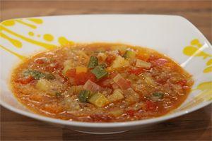 Από τον μάγειρα Αντώνη Συριάτο Ημερομηνία Προβολής: 23/1/2012 – Πατήστε εδώ για να δείτε το video ΥΛΙΚΑ 100 γρ. κοφτό μακαρονάκι 1 πατάτα 1 καρότο 1 κολοκυθάκι ½ κρεμμύδι 1 πράσο 1 ντομάτα Φύλλα σέλινου 125 γρ. ντομάτα κονκασέ Pummaro ½ πιπεριά Φλωρίνης 50 γρ. ελαιόλαδο Άλτις 2 ½ λίτρα νερό 1 σπιτικό ζωμό λαχανικών …