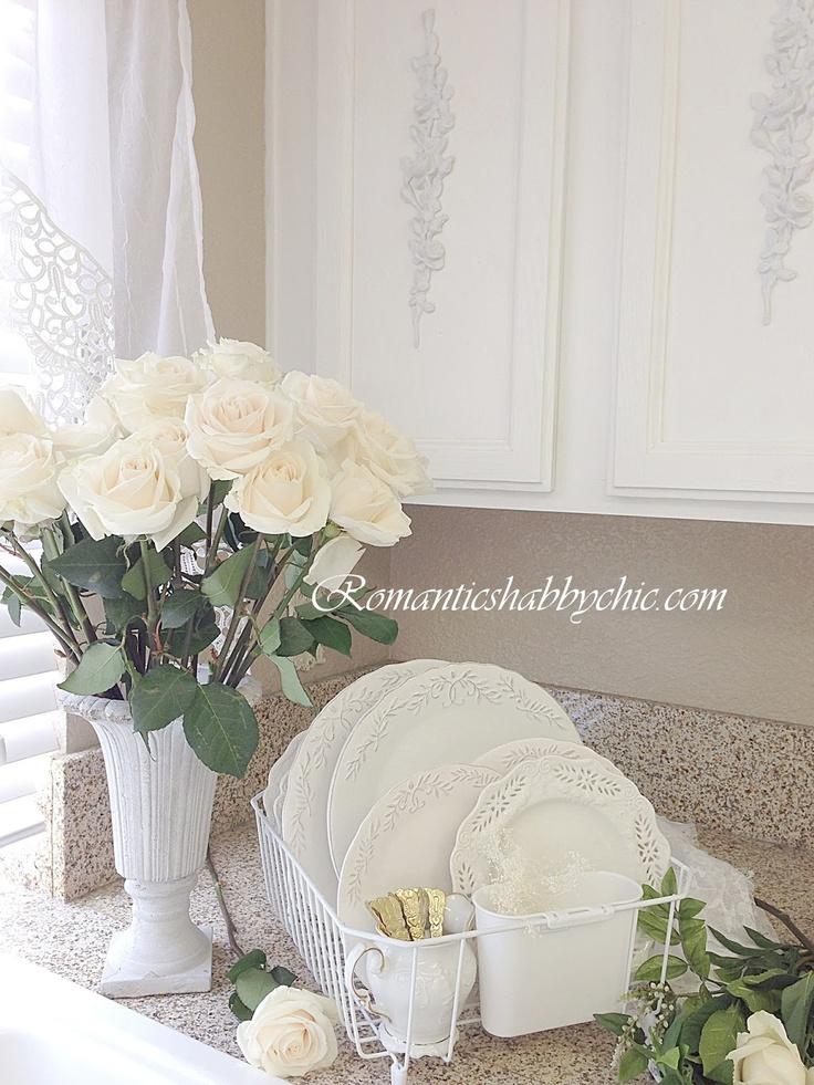 Shabby chic kitchen Kır evi tarzı Kır evi modelleri Kır evi Kır evleri Kır evi dekorasyonu Romantik kır evleri Romantik cottage evler Kır evleri çiçekler Çiçeklerle dekorasyon Romantik mobilya-romantik dekorasyon modelleri-romantik detaylar-kusurlu vintage mobilyalar-romantik vintage