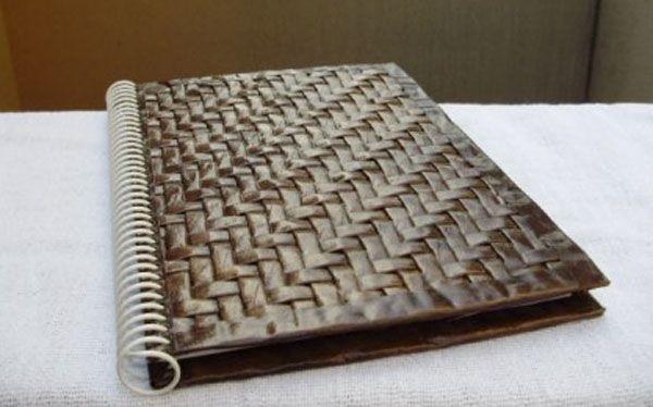 Reciclado para forrar libretas con papel periodico - Manualidades con papel periodico ...