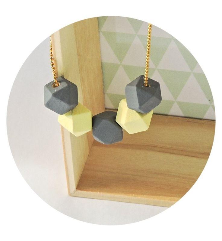 Collier MILLAU minimaliste /perles géométriques en bois : Collier par la-fabrique-aux-etoiles