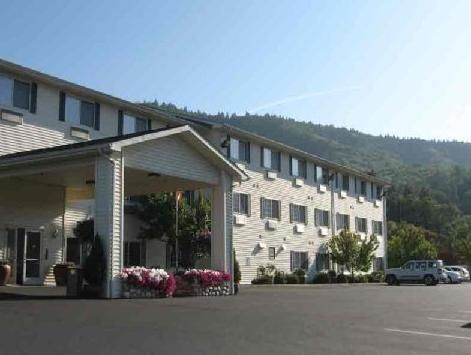Grants Pass (OR) La Quinta Grants Pass Hotel United States, North America La Quinta Grants Pass Hotel is conveniently located in the popular Northeast Grants Pass area. The property features a wide range of facilities to make your stay a pleasant experience. All the necessary facilities, including facilities for disabled guests, Wi-Fi in public areas, car park, room service, meeting facilities, are at hand. Each guestroom is elegantly furnished and equipped with handy amenitie...