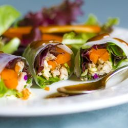 Spring Rolls with Crunchy Peanut Sauce - one of my favorite things to do with fresh veggies.: Peanut Sauces Recipe, Secret Sauces, Summer Rolls, Spicy Peanut Sauces, Crunchi Peanut, Matching Spring, Salad Rolls, Peanut Butter, Veggies Spring Rolls