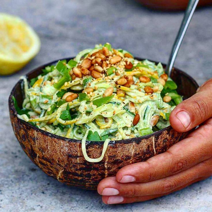 Green and Yellow Raw Zucchini Pasta 💛💚 with toasted pine nuts, sesame seeds, green capsicum and spring onions in a creamy parsley dressing 🍃🍃🍃 click for the recipe 👉👉👉