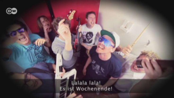 Die deutsche Hip-Hop-Band EINSHOCH6 nimmt Lerner auf eine Reise quer durch Deutschland. Zusätzlich zu den Videos gibt es ganz exklusiv Songs der Band zum Herunterladen! Interaktive Übungen und Materialien für den Unterricht helfen, mit Musik und viel Spaß Deutsch zu lernen.