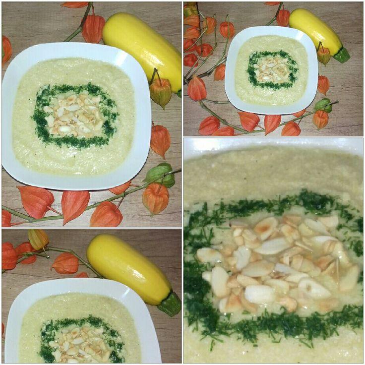 Zupa krem z żółtej cukinii  Syta i pyszna.Z komosą ryżową  i filetem z  kurczaka oraz prażone platki migdałowe z koperkiem. Dla cukrzyków i IO