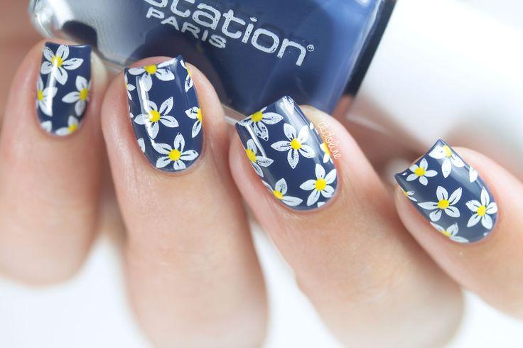 Aujourd'hui je vous retrouve avec le swatch de Anonyme de Nailstation ainsi qu'un nail art fleuri simple à réaliser :)