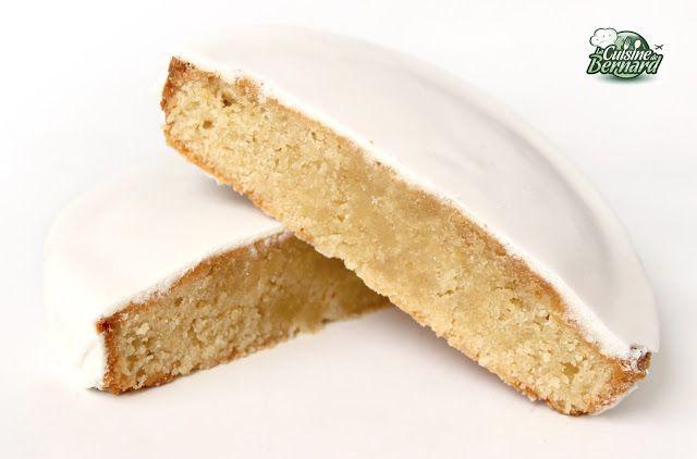 La Cuisine de Bernard: Le Gâteau aux Amandes et au Rhum, Glaçage Royal (Gâteau Nantais)