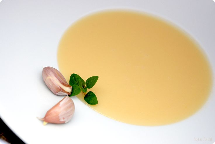 Crema de ajo con puerros y patatas