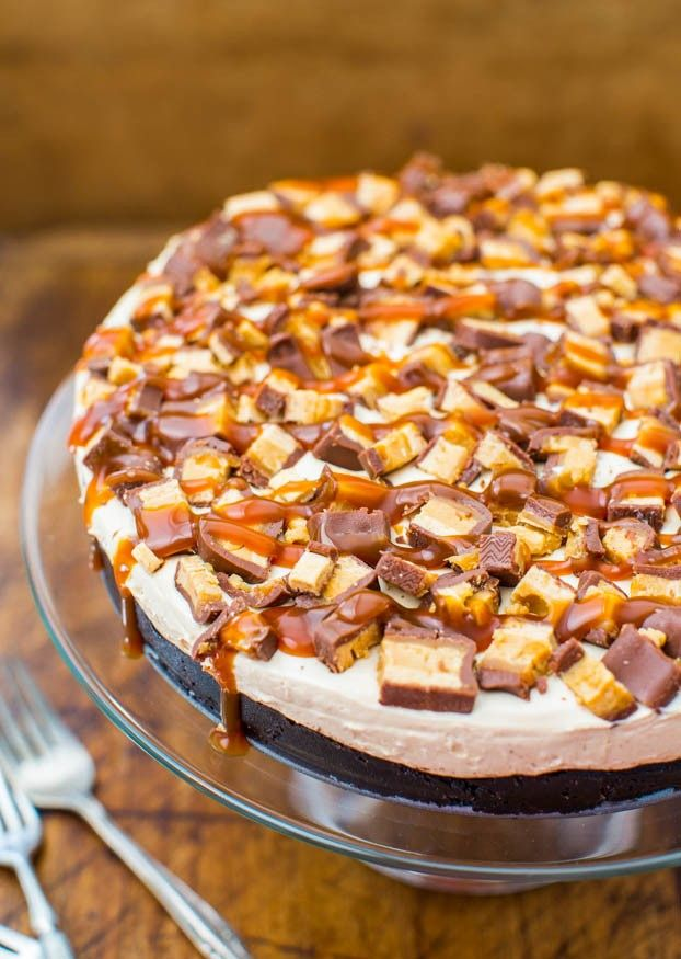 No-Bake Deep-Dish Peanut Butter Snickers Pie with Salted Caramel | Bustle