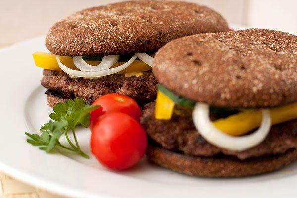 Домашний гамбургер с ржаным хлебом | Конечно, гамбургеры — это фастфуд, но если…