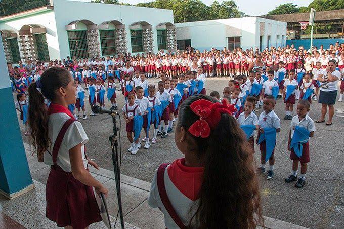Cuba: Niños cubanos ingresan a la Organización de Pioneros José Martí