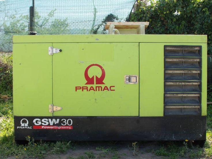 Fotografie dettagliate del generatore di corrente Pramac GSW30, con motore diesel della azienda americana Perkins Engines.