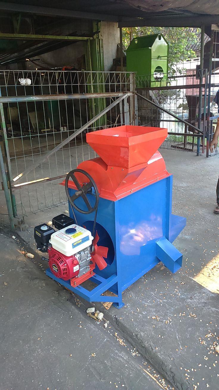 Mesin Pemipil Jagung adalah mesin yang digunakan untuk memipil jagung kering, Spesifkasi : Kapasitas : 50-100 kg / proses Power : Diesel 5,5 PK Bahan : Plat besi Berat : 80 kg Dimensi : 115x60x120 cm