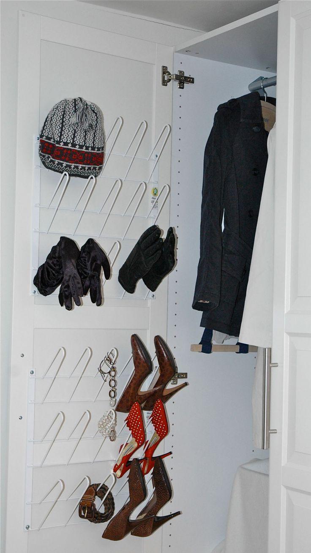 Smart #skoförvaring för #garderoben. Monteras på insidan av garderobsluckan.