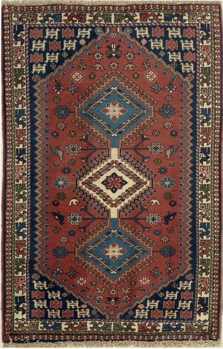 * nieuwe en top conditie en fijn geknoopt * * 125 cm x 82 cm * ca. 200.000-350.000 knopen per qm * Wol op katoen -De tapijt van No.242752 * Kleuren: blauw/beige Yalameh tapijten zijn de tapijten die door de nomaden Yalameh, die in de provincie van Fars in zuidelijke Perzië wonen zijn geknoopt. Hun belangrijkste kleuren zijn meestal rood, donker blauw, bruin en oranje. Zij maken gebruik van zeer zachte wol. Hun motieven zijn kenmerkend voor grote medaillons, die worden herhaald, in geomet...