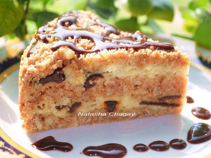 Рассыпчатый пирог с творогом и черносливом