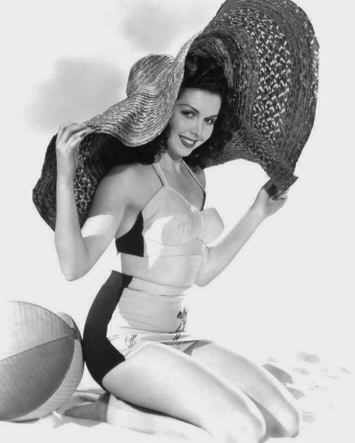 Ann Miller looking lovely in a cute two-piece and a very generously sized straw hat, still looking sexy, still not showing everything:)