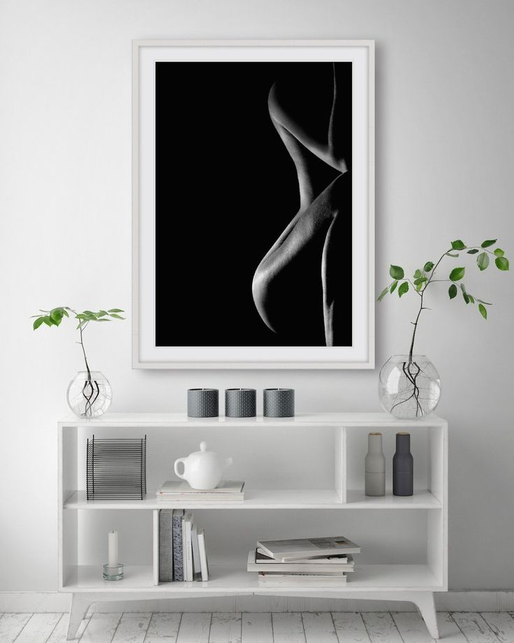 [B&W FORM #1] Artistic black and whitephotographic fine art print showcasing the soft femininecurves of the femaleform in adramatic image, full of depth andsensuality.