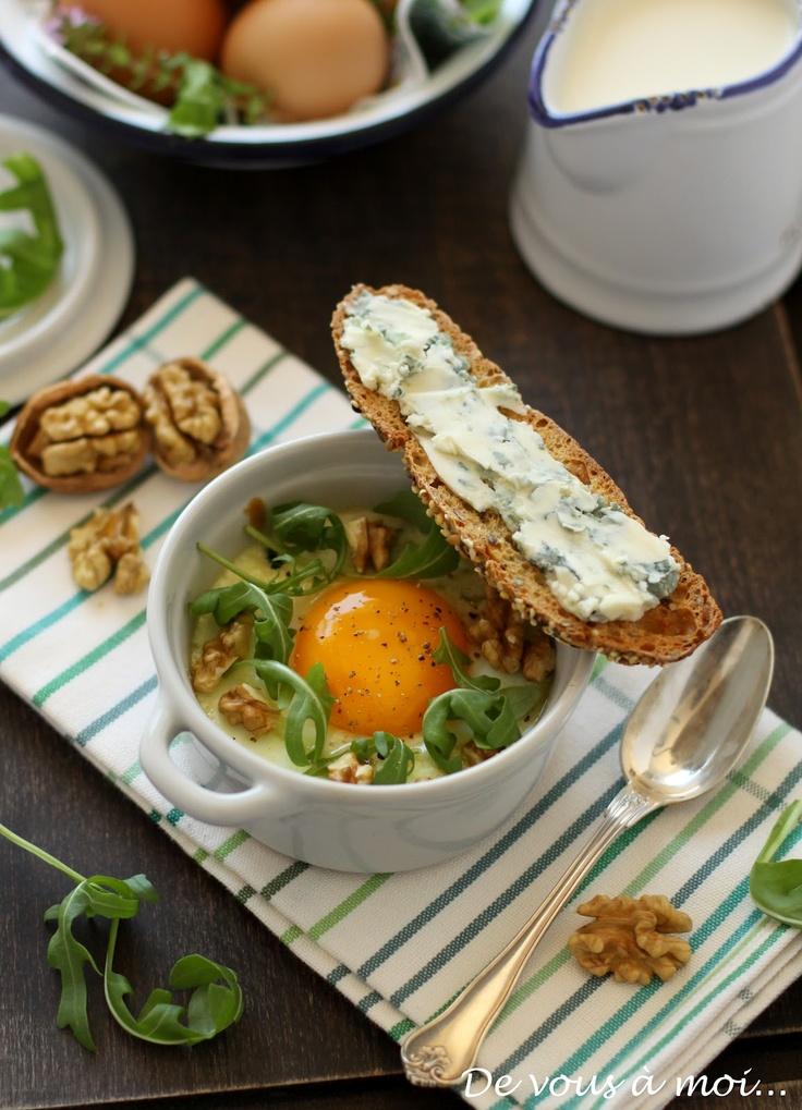 Oeufs Cocotte Saveur Roquefort // Plus de #recettes au #roquefort sur notre blog Les recettes Roquefort Papillon : www.recetteroquefort.fr