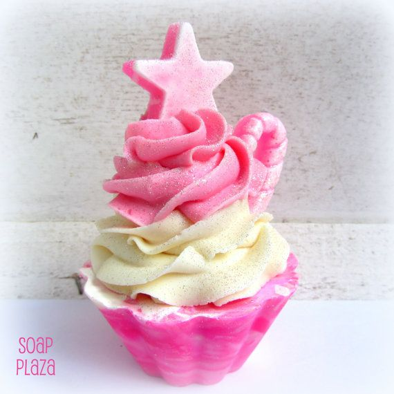 Bubble gum pink  Cupcake Soaps by Soapplaza on Etsy, €6.00