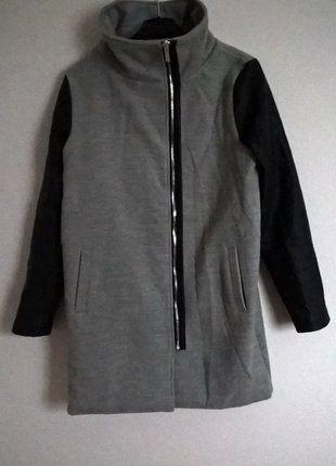 Kup mój przedmiot na #vintedpl http://www.vinted.pl/damska-odziez/plaszcze/15477873-szaro-czarny-plaszcz-z-kolnierzem-r-l