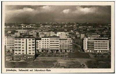 Skwer Kościuszki i Scharnhorst Platz ( widok z Kamiennej Gòry, widać kamienice Pręczkowskich z 1937 (skwer Kościuszki 10-12), Zygmunta Peszkowskiego z 1928 (14) i Adama Jurkowskiego z 1938 (16)) Wyd. Erich Baumgarg Kartka wysłana 30.10.1942