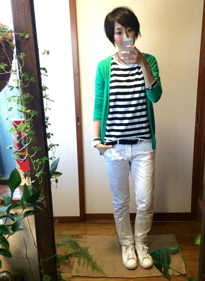 I like this look in general, but white jeans wouldn't stay white for long with me. The green cardi needs to be a warmer shade.