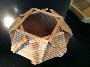Una canasta geométrica para meter tus objetos más preciados. O para que no se te pierdan los lentes ni la cartera en casa.