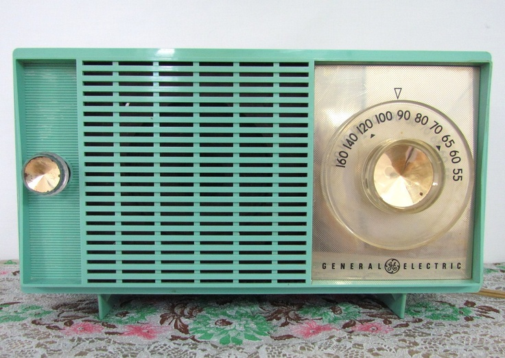 Gotta love this retro turquoise radio.