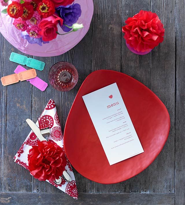 Combine fresh and paper flowers, textured patterns and a touch of quirky to create jovial setting.