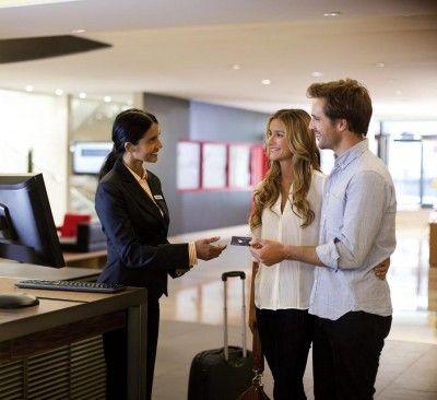 In plus fata de personalizarea la intrarea si plecarea din hotel, clientul castiga timp si sunt evitate cozile la receptie