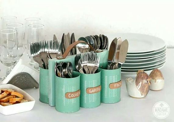 Upcycle your tin cans into a cutlery caddy with just a lick of paint, a block of wood and some superglue