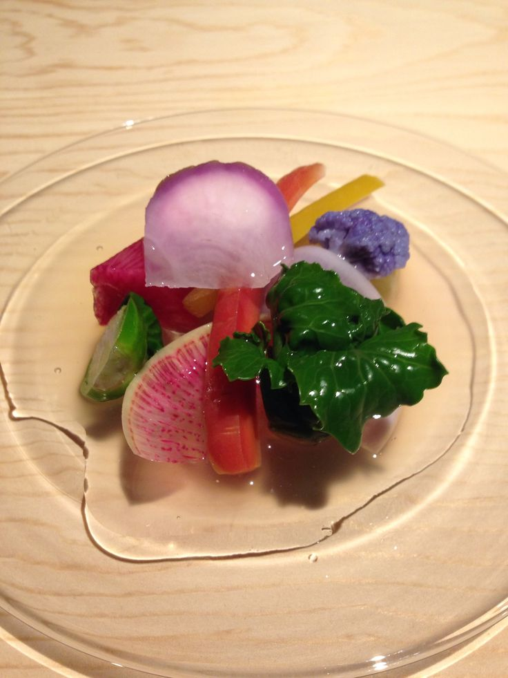 コースは¥3,800、¥5,500(ともに税別)。¥3,800は先付、前菜4点、汁物、お造り、蒸し物、揚げ物、焼き物。これだけでも十分だが、¥5,500コースではあと一品に炊き込みご飯、デザート付き。〆の土鍋ご飯もいいが、自家製の手打ち麺で原木きのこのぶっかけ ¥650なども好評。 東京都渋谷区西原3-22-12 TEL/03-6804-8997 営業時間/17:00〜24:00LO 定休日/月曜