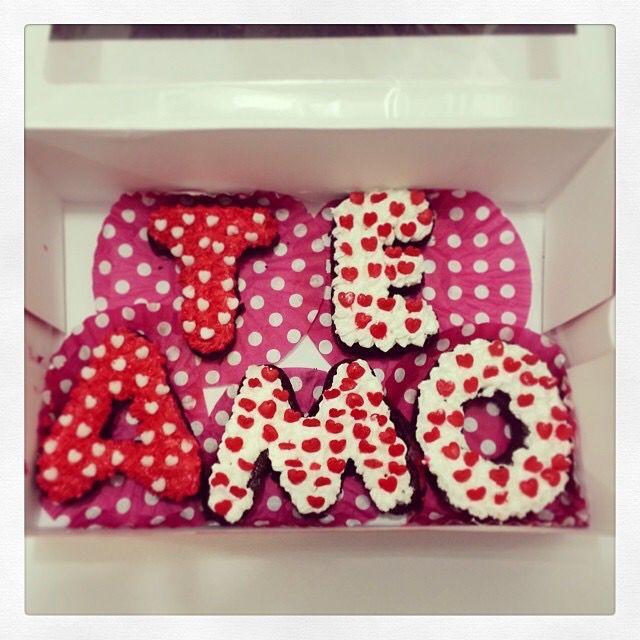 Regala un #TeAmo en letras de #Brownie melcochudo. Regala algo #SoSweet en el #DiaDeSanValentin. Visítanos en #PasteleriaSoSweet #Bogotá Cel: 317 657 5271 - (1) 625 1684 #Cedritos: Cra 11 No.138 - 18 L3. #ValentinesDay www.SoSweet.com.co