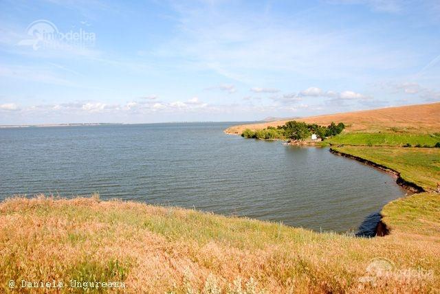 Lacul Babadag face parte din Complexul lagunar Razim - Sinoe, inclus in aria de protejare a Zonelor Umede conform Conventiei de la Ramsar, iar alaturi de Delta Dunarii face parte din Rezervatia Biosferei Delta Dunarii din cadrul UNESCO.  http://www.info-delta.ro/delta-dunarii-17/lacul-babadag-396.html