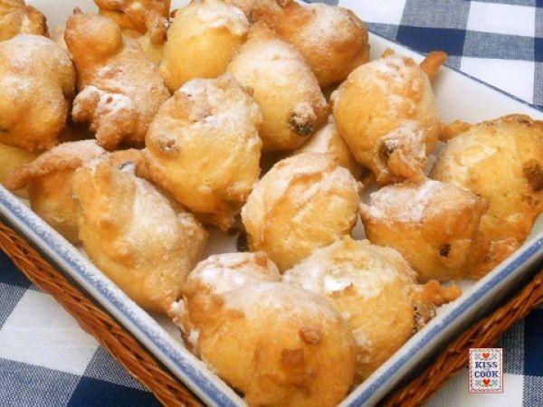 Fritole -frittelle di carnevale. Scopri la ricetta qui -----> http://www.petitchef.it/ricette/dessert/fritole-frittelle-di-carnevale-fid-1509851