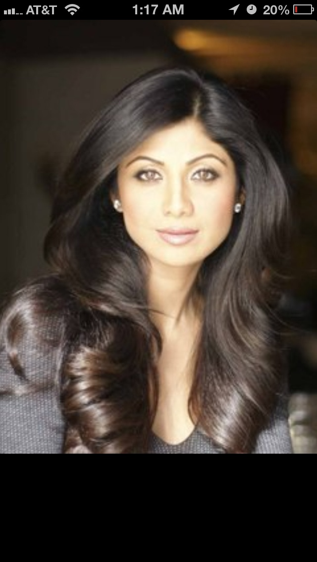 Soft curls, loose layers. Shilpa Shetty