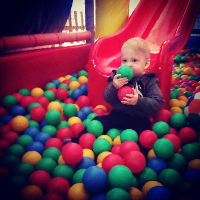 Kulkożerca. Pierwszy raz w bawialni #fun #playtime #instaboy #instababy