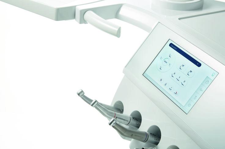 Ovládání jedním dotykem Díky novému citlivému dotykovému displeji je ovládání stomatologické soupravy KaVo ESTETICA E70/E80 Vision intuitivnější než kdykoli předtím. S dotykovým displejem a jeho názornou ovládací logikou je přístup ke všem důležitým funkcím bezproblémový. Před, během a po ošetření. Zcela nově zpracované uživatelské rozhraní bylo speciálně vyvinuto, aby zvyšovalo plynulost pracovního postupu. Rozhraní je srozumitelné, logicky strukturované a snadno se ovládá v každé situaci.