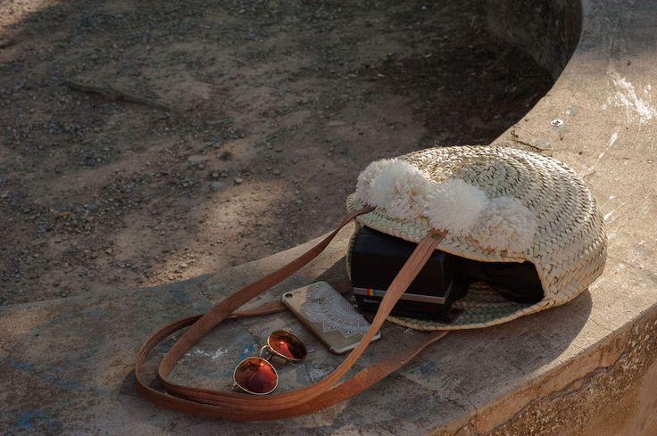 DIY : je vous explique comment réaliser un panier à pompons en laine. La technique pour créer des pompons en laine est dans l'article.