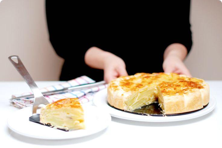 Receta de Tortilla en hojaldre: importante poner el relleno dentro del hojaldre frío porque sino se derretirá el hojaldre. ...