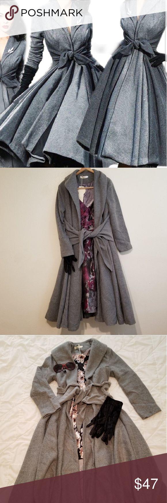 Elegant retro fashion gown jacket This elegant retro fashion gown jacket is lined and options flip do…