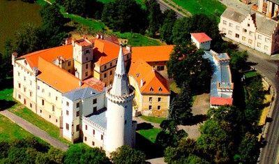 Zámek Bor U Tachova - původně gotický vodní hrad