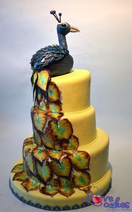 Painting cake with Peacock; torta dipinta con il pavone blu.