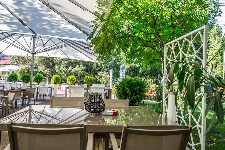 Se apropie toamna, așa că, vă sfătuim să vă bucurați de ultimele zile de vară pe terasă.