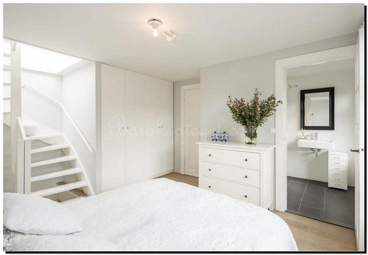 Inrichting witte slaapkamer met zwarte spiegel http://www.barokspiegel.com/zwarte-barok-spiegels/zwarte-spiegel-modern-enzo