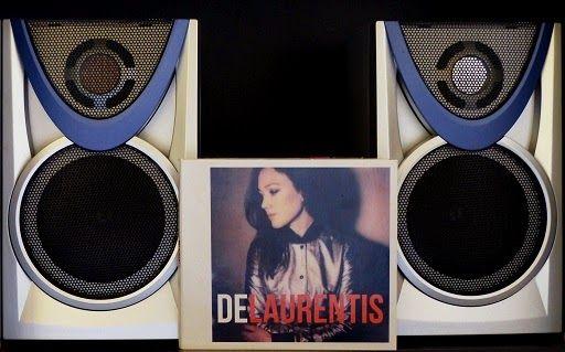 1er EP éponyme de De Laurentis : http://www.menagere-trentenaire.fr/2015/05/04/ep-de-laurentis