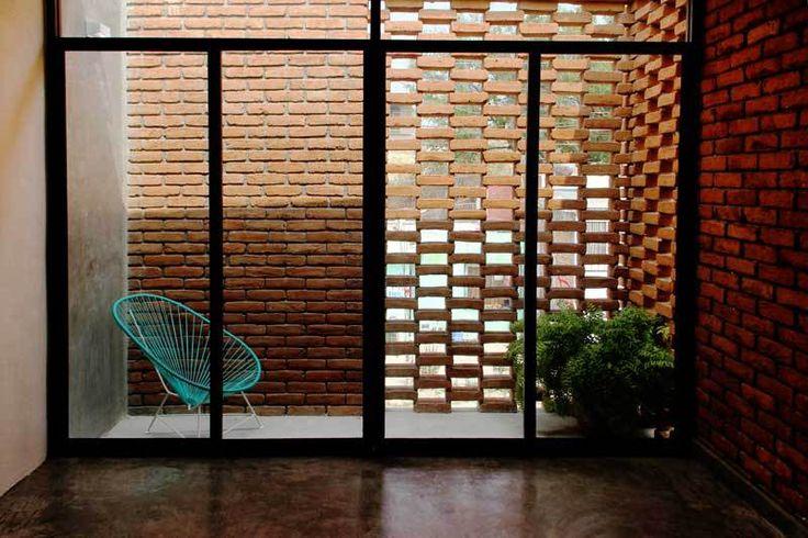 A Casa Tadeo mostra uma arquitetura contemporânea com profunda relação com sua região. Chiapas é um estado mexicano localizado na fronteira com a Guatemala. Considerado um dos estados mais pobres do país, Chapias é conhecido também por sua grande riqueza arquitetônica de origem Maia. Com cerca de um terço da população descendente do antigo povo, o …