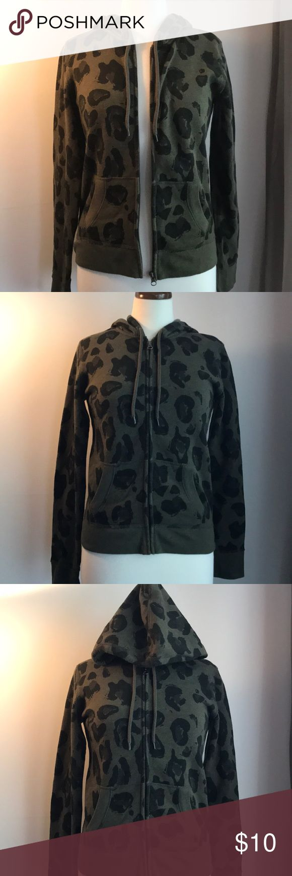 Fleece Sweatshirt by Mossimo Supply Co This item is in excellent used condition. No rips or stains. The zipper works Mossimo Supply Co Tops Sweatshirts & Hoodies