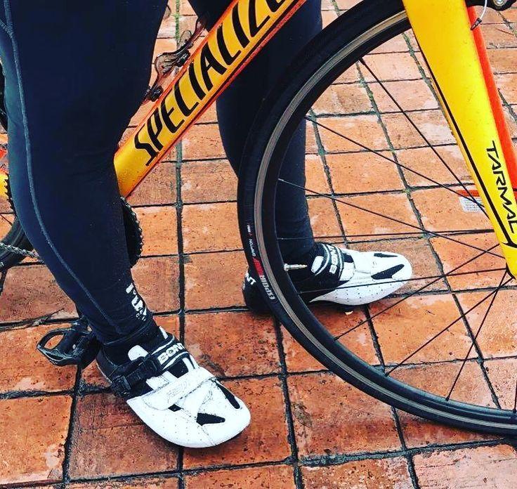 Estrenando las Bont Riot!!  #Increíbles | #Eficiencia | #Hermosas | #Tecnología | #Diseño | #lighterstrongerfaster | #Termomoldeables | #BontCycling | #CiclismoRuta